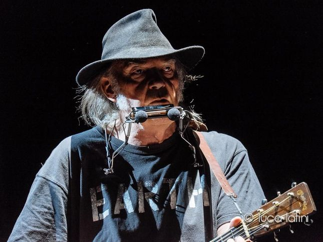Waterface, la musica di Neil Young per FareLegami